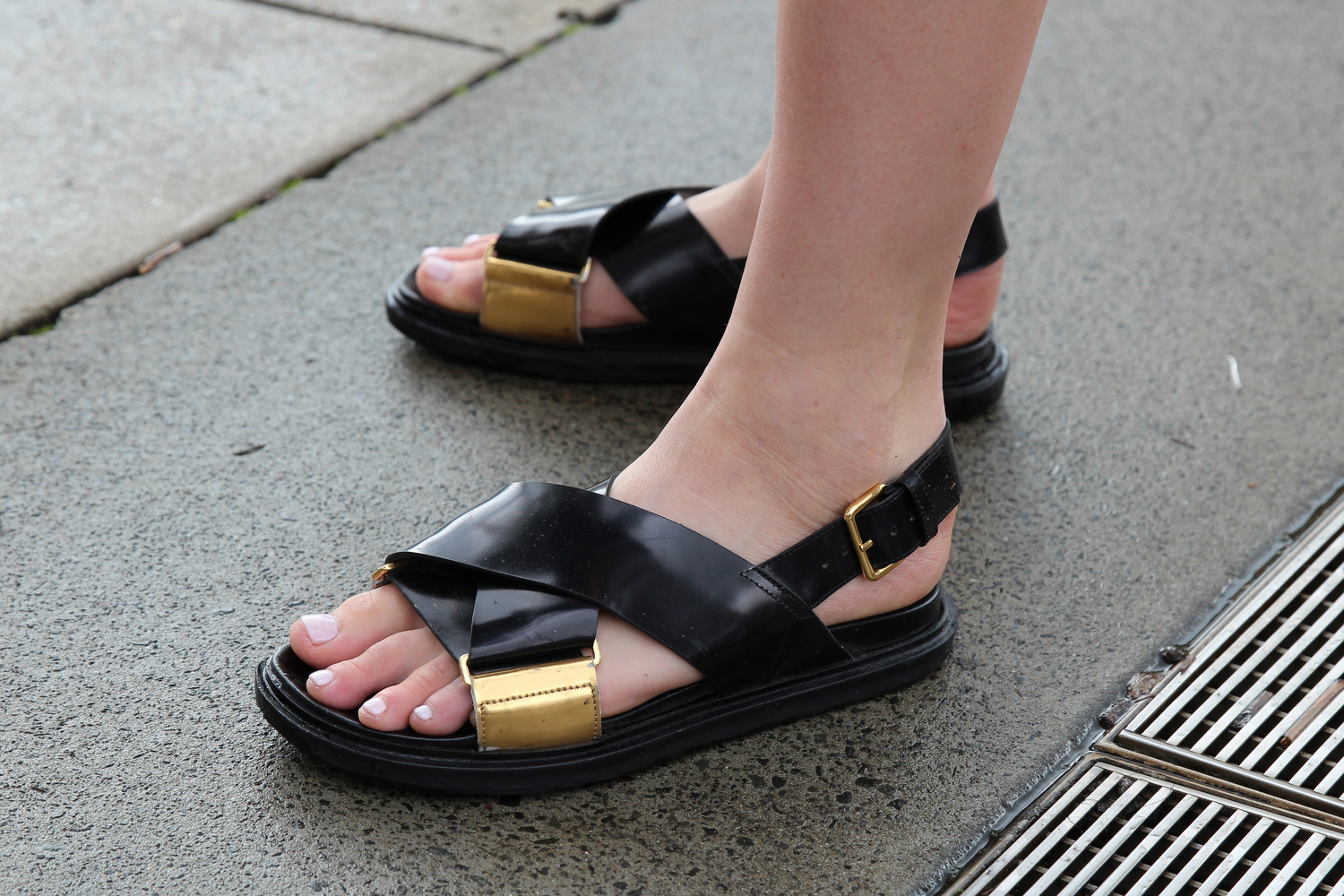 MARNI SANDALS BLACK AND GOLD