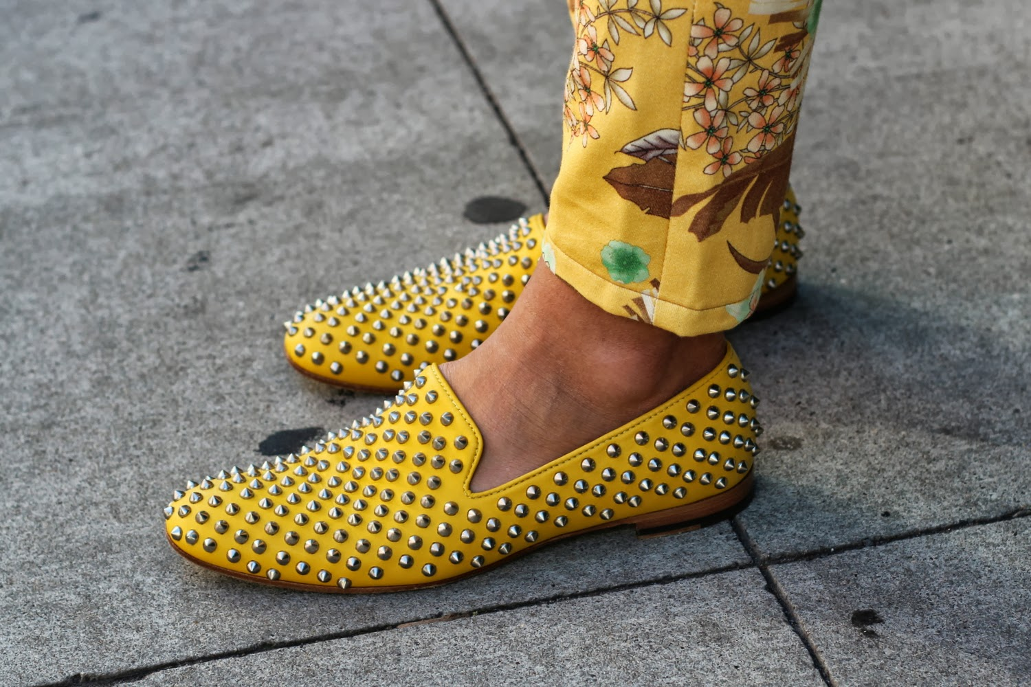 YELLOW STUDDED MENS SHOES